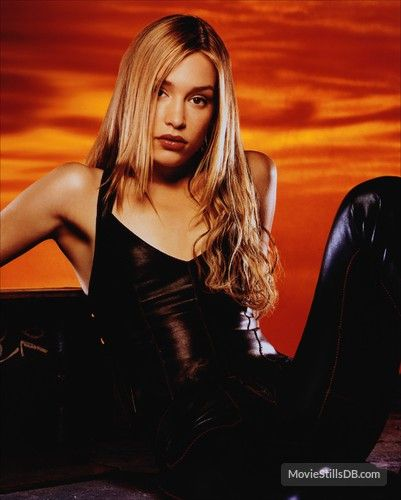 Coyote Ugly - Promo shot of Piper Perabo