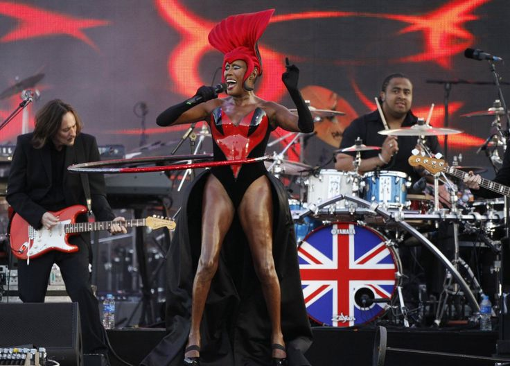 Jamaican singer Grace Jones performs during the Diamond Jubilee concert in front of Buckingham Palace in London June 4, 2012. Large crowds gathered on the grand red road leading to Queen Elizabeth's sumptuous London palace on Monday for the pop concert on the third day of her Diamond Jubilee to celebrate her 60 years on the throne.   REUTERS/David Moir (BRITAIN  - Tags: ROYALS ENTERTAINMENT SOCIETY)   - RTR333K4