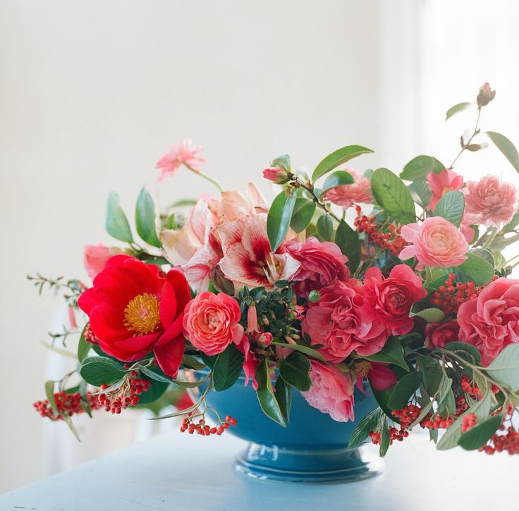 DIY: Fresh Flower Arrangements from Tulipina PB Blue footed bowl