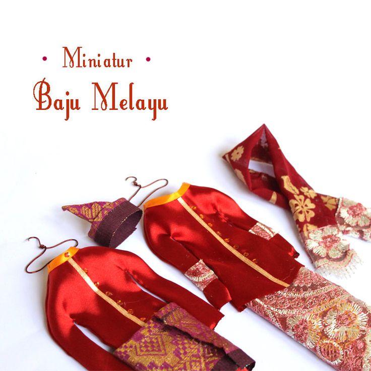 Miniature Riau traditional custome