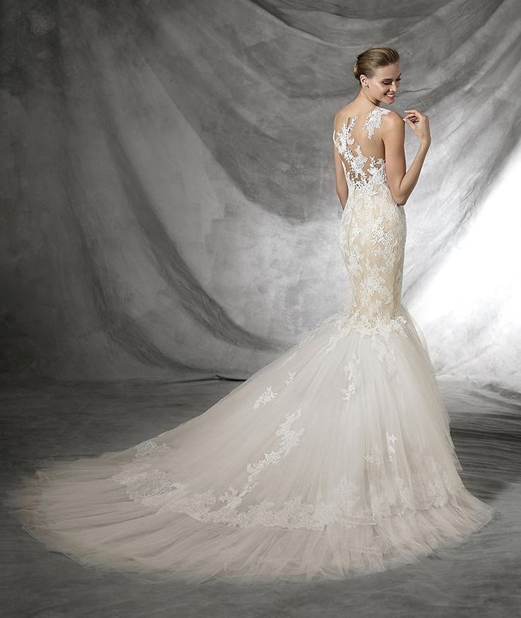 Tarifa, lace with sweetheart neckline