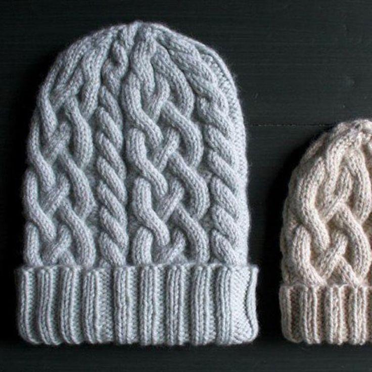 Un bonnet torsadé en tricot