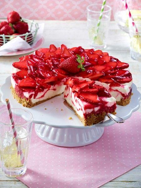 Schneller kuchen mit gefrorenen erdbeeren
