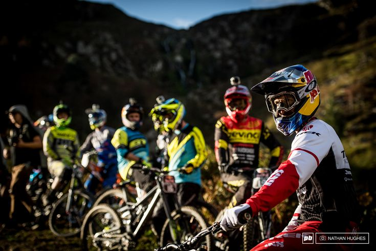 Gee Atherton leading out his band of merry fairly concerned for their safety…