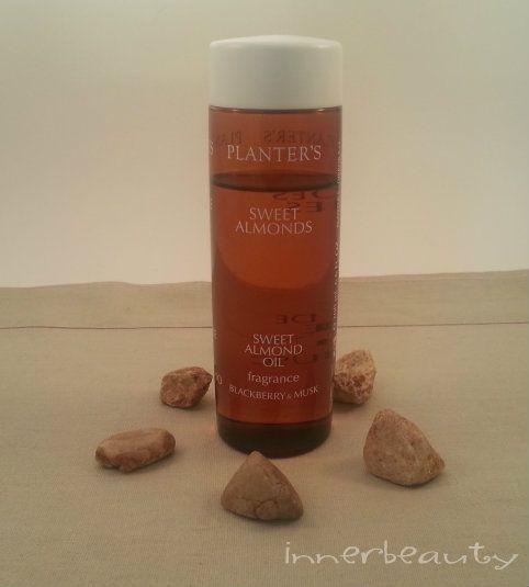 Innerbeauty | L'olio di mandorle dolci, ricco di vitamine e minerali, è un valido alleato dai molteplici utilizzi per la cura e la bellezza di corpo e capelli  http://blog.pianetadonna.it/innerbeauty/olio-mandorle-dolci/