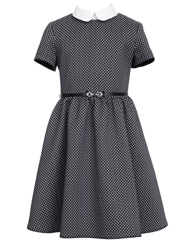 Galowa sukienka z białym kołnierzykiem. Uszyta z interesującego materiału — czarny w drobne białe kółeczka. Idealna propozycja na szkolne uroczystości i nie tylko. Nie zastanawiaj się dłużej i kup teraz! | Cena: 178,00 zł