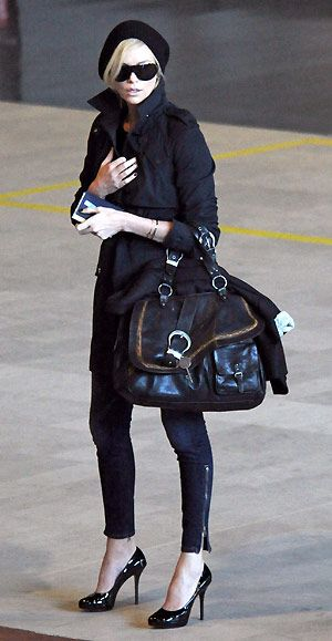 Charlize Theron: Charlize Theron, Black Outfits, Travel In Style, Chic, Fashion Style, All Black, Street Style, Charlizetheron, Dior Bags