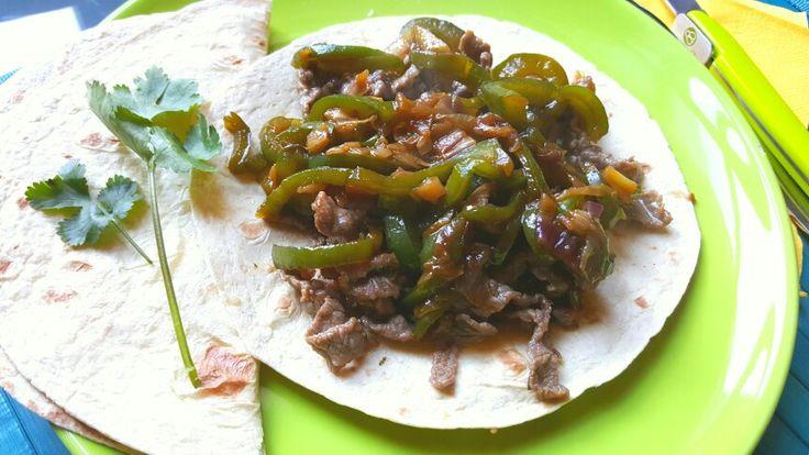 Straccetti di manzo e peperoni verdi al profumo di coriandolo su tortillas di mais