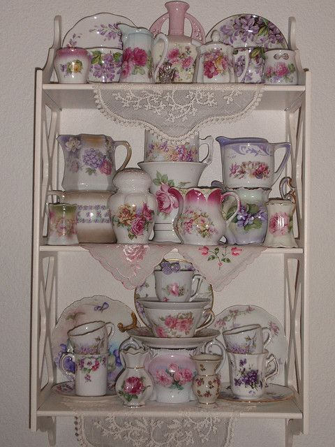 1000 ideas about china display on pinterest corner china cabinets vintage china and queen anne. Black Bedroom Furniture Sets. Home Design Ideas