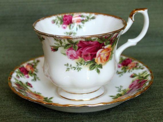 vintage old country roses tea cup saucer set 1962 royal albert montrose bone china england. Black Bedroom Furniture Sets. Home Design Ideas