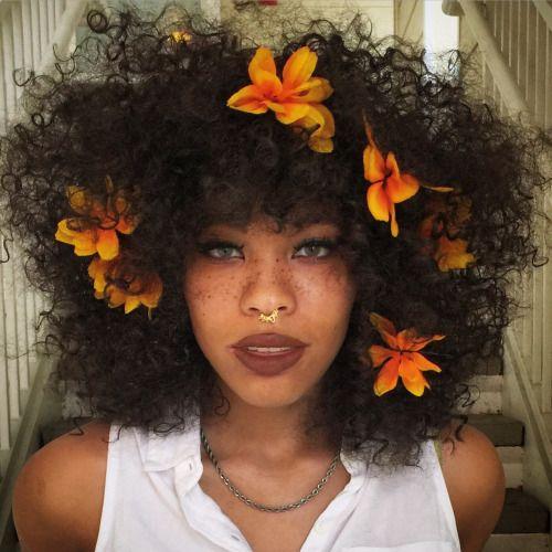 Flower child ✌️ -KOHLhair via.abstrackafricana on tumblr