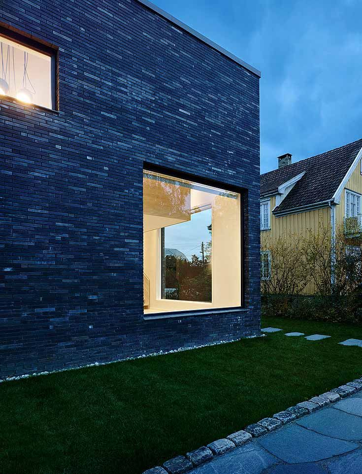 The Bricks Of This Single Family House Were Laid With Unusually Narrow Mortar Joints Recessed