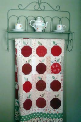 I love this apple quilt (no pattern - but it looks like the apple is made from a snowball block - so not to hard...)