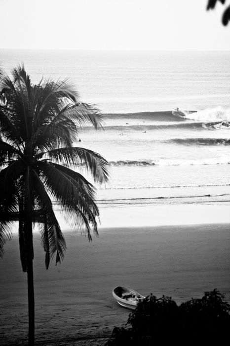 ah .. the beauty: Beaches Pics, Surfer, Life A Beaches, The Ocean, Beaches Photography, Black White, Place, Ocean Life, Pretty Pictures