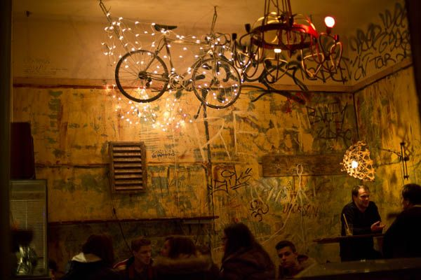 """Discover Szimpla Kert, the first and best known """"ruin pub"""" in Budapest."""