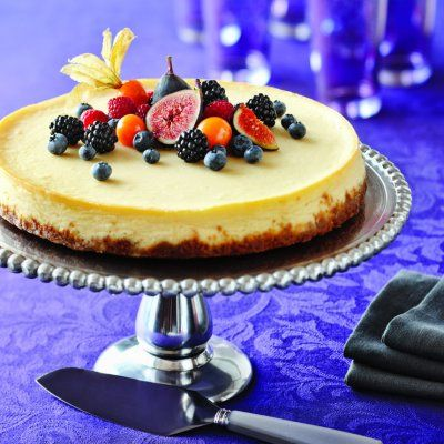 Follow 5 easy steps to create a velvety-smooth and crumbly graham-cracker crust Classic cheesecake recipe with a ganache or fresh fruit topper