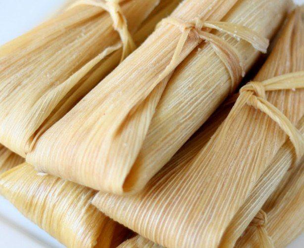A mi me encanta ésta receta de tamales de coco y piña, porque sales de los típicos tamales de dulce y son deliciosos.