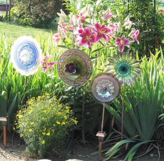 Garden art yard decor upcycled glass plate suncatcher ruby ann for Upcycled yard decor