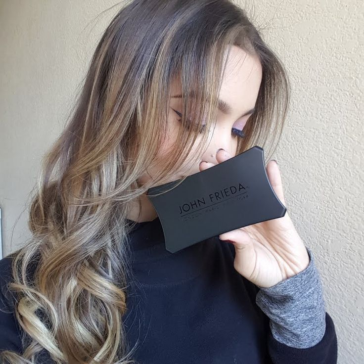 Preen.Me VIP Bridget A creates these stunning highlights using her gifted John Frieda Root Blur in Honey to Caramel Blondes. Check out the details of her #meandjohn tutorial here.