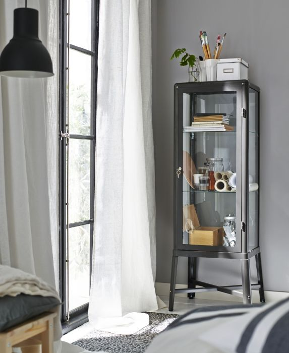 fabrik r vitrinekast ikea slaapkamer interieur vitrine slaapkamers pinterest. Black Bedroom Furniture Sets. Home Design Ideas