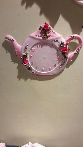 Polyester  Çaydanlık  saat.