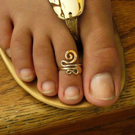 Gold Toe Ring 12k Gold Filled Snazzy Toe Ring NZ$35.94