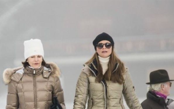 King Carl Gustaf, Queen Silvia and Princess Madeleine came together for resting and a holiday at Klosters-Serneus Ski Center of Switzerland on the first days of 2017. Princess Madeleine and family went to Geneva to celebrate New Year with friends and shortly the King Gustaf and Queen Silvia also arrived to the Alps. Princess Madeleine is there to support her mother after her illness.