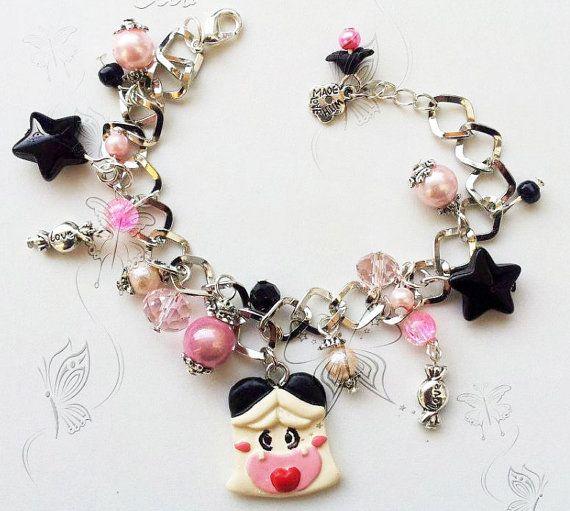 braccialetto kawaii con ciondoli Manga casting resin, charms neri e rosa - Spank