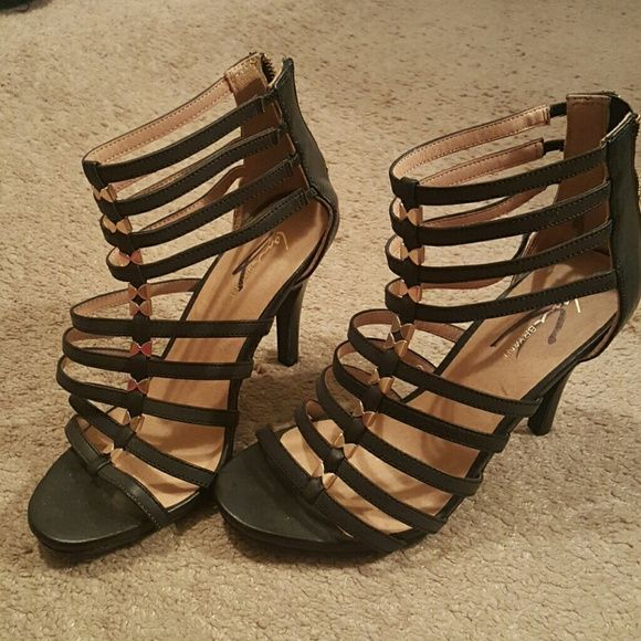 Cadged Womens Shoe Size 10 Brand new Lane Bryant caged shoe with gold detailing. Size 10 wide. Does not have the original box. Never worn! Lane Bryant Shoes Heels