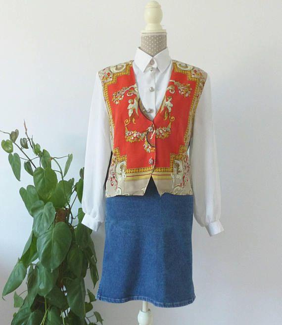 ***Vintage 80s clothing for womens. Vintage red shirt with vest. Size M-L.  ***  Ropa Vintage 80s Mujer. Camisa roja y blanca barroca con chaleco. Camisa sofisticada de día con lazo en la espalda. Talla L. Marca C&A.