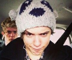 He has thr same hat as harry