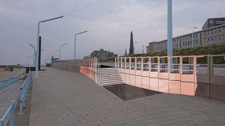 Het in 2013 geopende deel van de boulevard in Scheveningen wordt aangepast. Er komen een nieuwe trap en een hellingbaan, zodat het strand beter toegankelijk wordt. Verder worden er meer bankjes en prullenbakken geplaatst. Bestaande trappen krijgen extra leuningen.