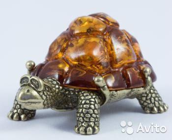 Фигурка Смешная Черепаха Миниатюра Янтарь Бронза веселая черепашка с панцирем из янтаря.  Размеры: длина - 3.8 см - 500 руб.