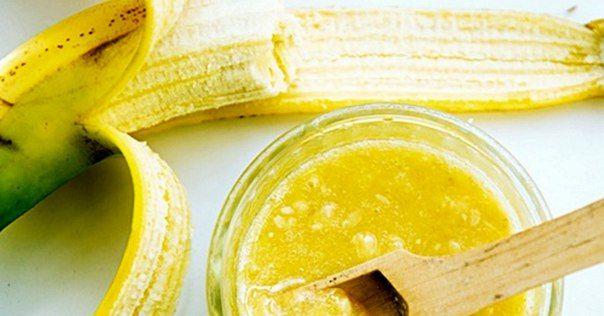 МАСКА: 1/2 банана, 2 ч. л. оливкового масла, 8 капель витамина Е, 1 ч. л. кокосового масла, щепотка манки. В кашицу из банановой мякоти добавь предварительно растопленное на водяной бане оливковое и кокосовое масло. Влей витамин Е. Манку можно добавлять в том случае, если смесь получилась очень текучей. Тщательно всё перемешай, смочи марлю в кашице, выжми ее и помести на лицо. А теперь пора на эту основу наносить саму маску. Смой через 15 минут.