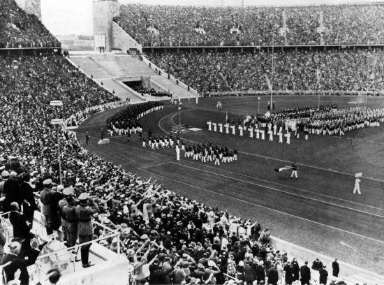 Contexte socio-historique 2: Les premiers Jeux Olympiques d'Athènes de l'aire moderne. (Essor des femmes qui délaissent les gants intérêt soudain pour le plein air, la plage, les jardins qui inspirent les artistes).