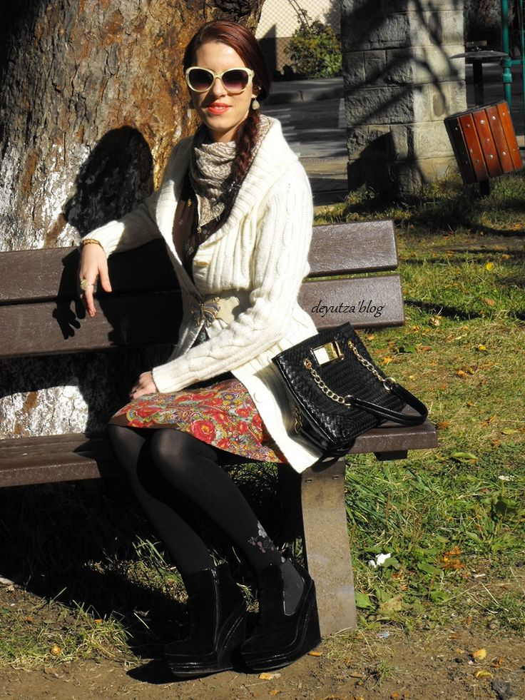 http://www.milanoo.com/product/pu-leather-fashion-tote-bag-for-women-p423853.html?fb=fb_en_3_2765847