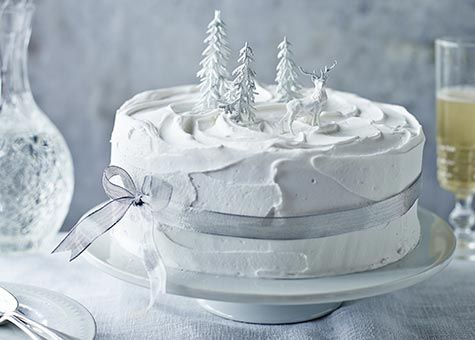 Traditional rough-snow Christmas Cake (English)
