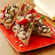 Enjoy this lightened spanish bar fave: Roasted Red Pepper and Olive Tapas #recipe #WWLoves