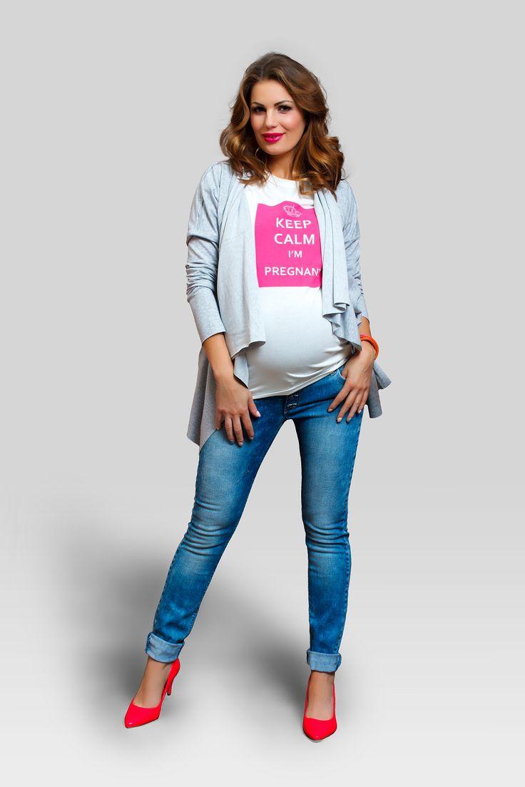 "Tricoul nostru cu ""Keep calm I'm Pregnant"" a fost creat pentru a te face sa zambesti si pentru a le reaminti celorlalti sa se linisteasca si sa fie mai putin darnici cu sfaturile nesolicitate.    #maternitystyle #fashion #keepcalm"