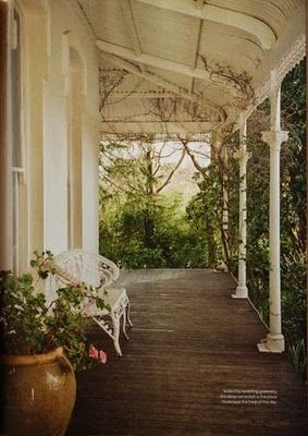 I don't think I could live without a porch. This one is magically simple... and/or simply magical ;)