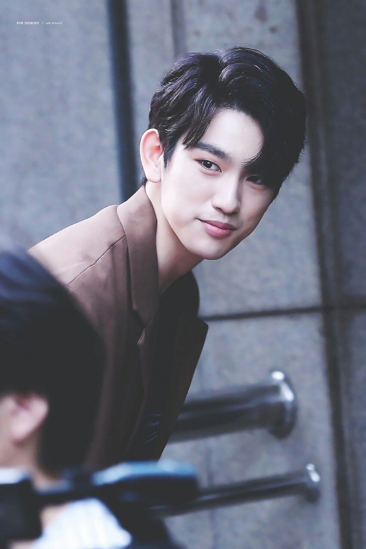 How is Jinyoung so beautifully handsome!?!? It's certainly not fair... That face, that voice, be still my heart