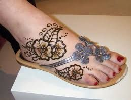 Henna on foot, fits perfectly with slipper :)