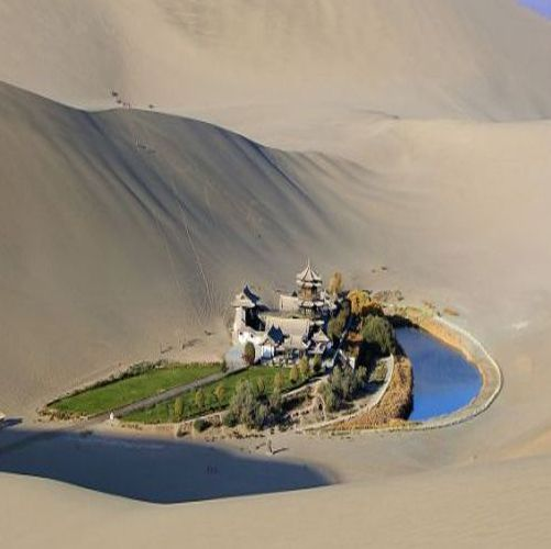 The Crescent Lake Oasis is located about 6 kilometers south of Dunhuang city in western China. It is a wonder in the Gobi desert.