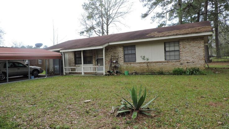 This 3 bedroom 1.5 bath home needs a family. Located near Vernon middle school.  Call Shana Toups 1-337-353-8681 for your showing today!