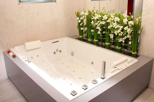 baignoire balnéothérapie duo  deux places et ergonomiques