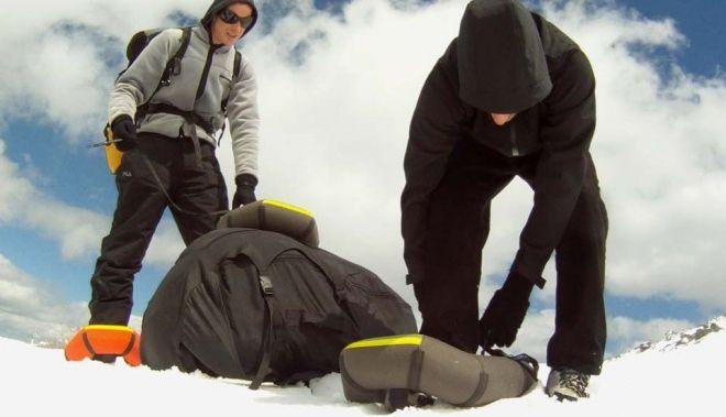 Small Foot hinchables para andar sobre la nieve http://buenespacio.es/small-foot-hinchables-para-andar-sobre-la-nieve.html #nieve #snow #montaña #fuerapistas #esqui #snowkite #botas