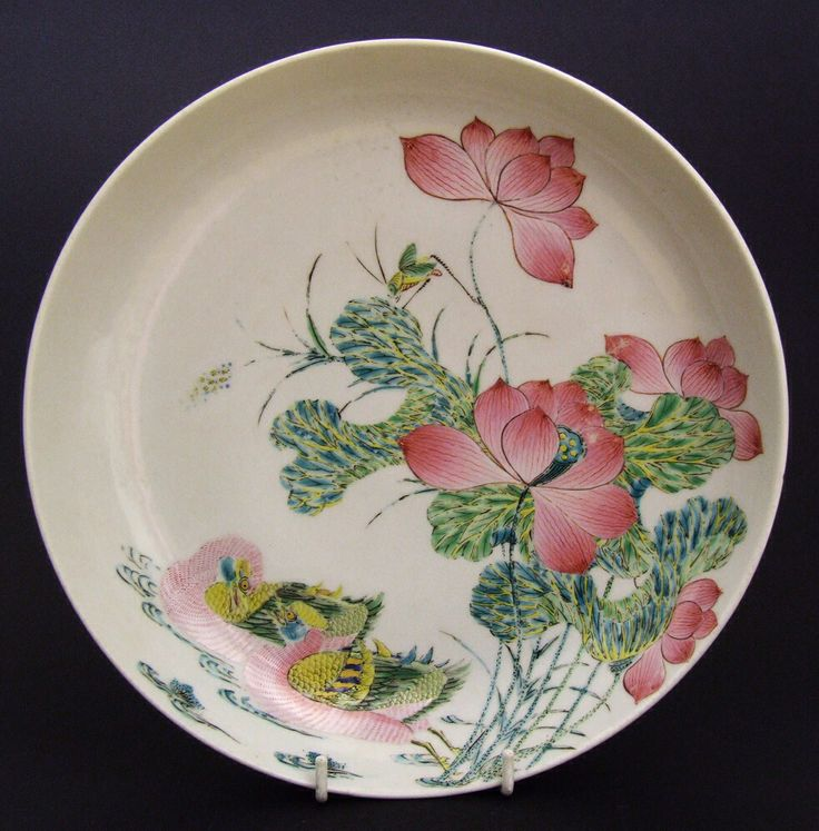 A Well Painted Yongzheng Famille Rose Porcelain Dish in the Chinese Taste. Provenance : Robert McPherson Antiques The John Drew Collection of Chinese and Japanese Ceramics.