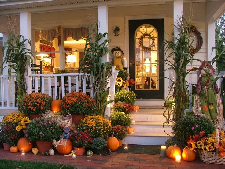 Autumn | A festive front porch display at the Inn at Harbor Hill Marina located in Niantic, CT.