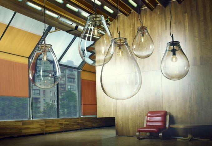 Historicky první svítidlo od výrobce Bomma je Tim. Designéři ze studia Olgoj Chorchoj navrhli pro výstavu Tim Burton a jeho svět, která se v Praze konala v roce 2014, křišťálové báně sloužící jako vitríny pro postavičky z Burtonových filmů. Impozantnost materiálu v nové podobě je zaujala natolik, že přivedla společnost Bomma na zcela novou cestu. Tim je dostupný jako stojací lampa nebo závěsné svítidlo ve třech rozměrech o výšce 45, 55 a 70 cm za cenu od 24 000 Kč