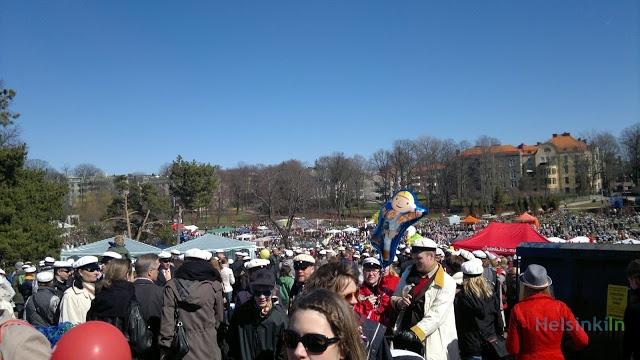 crowds at Kaivopuisto at 1 May 2012
